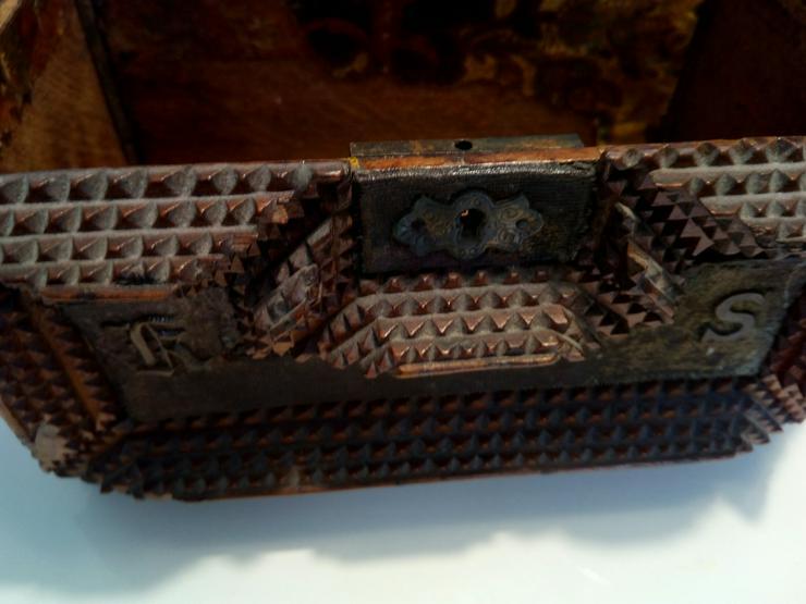 Bild 2: Kästchen antike 19 j.H. 60 €