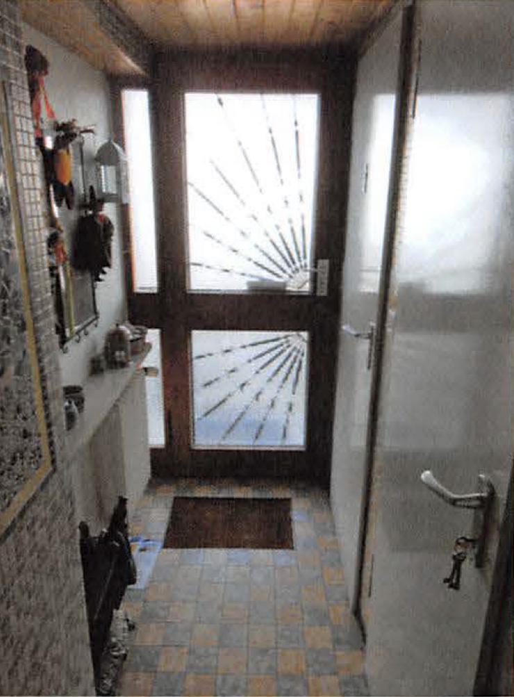 Bild 2: Reihenmittelhaus mit Garage in Wendelstein, Bj. 1996, Renovierungsbedürftig