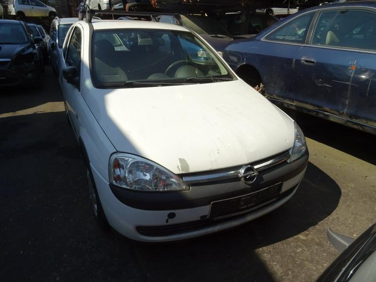 Schlachtfest Opel Corsa 210068