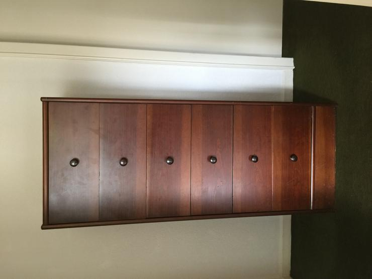Kommode (für Büro/Wohn-/Schlafzimmer) plus Regale