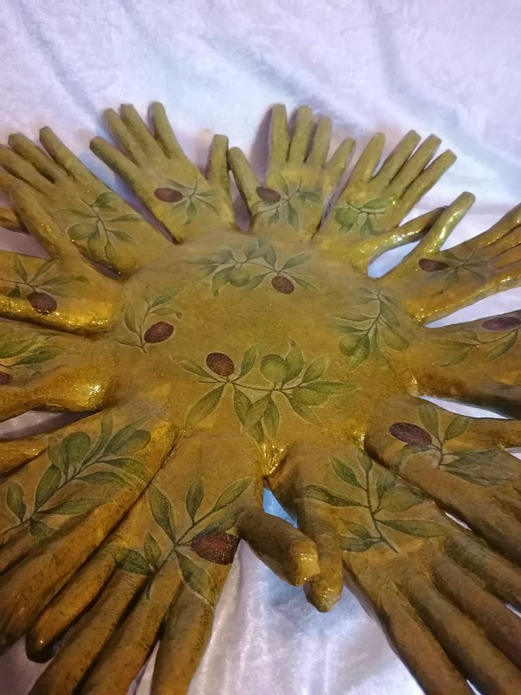 Bild 4: Obstschale aus 12 Händen, handmade