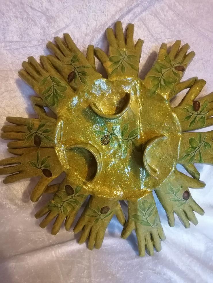 Bild 3: Obstschale aus 12 Händen, handmade