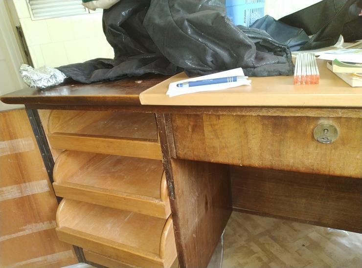 Bild 2: Schreibtisch