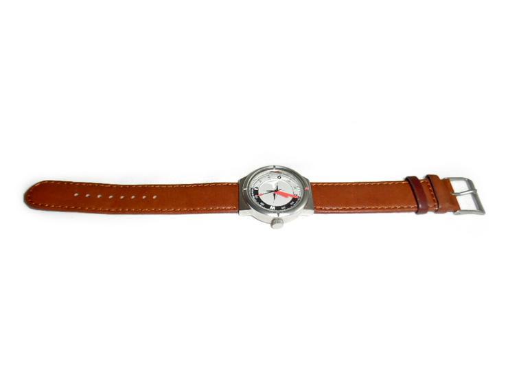 Bild 2: Sportliche Armbanduhr von Audi
