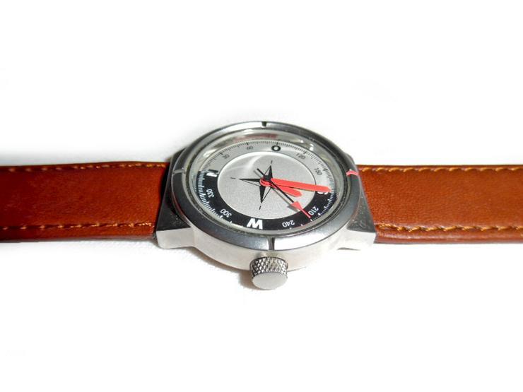 Bild 3: Sportliche Armbanduhr von Audi