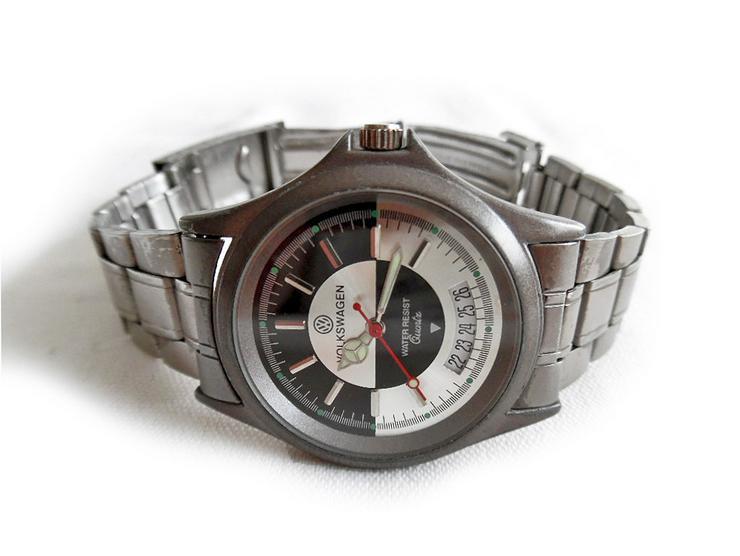 Bild 2: Sportliche Armbanduhr von Vokswagen