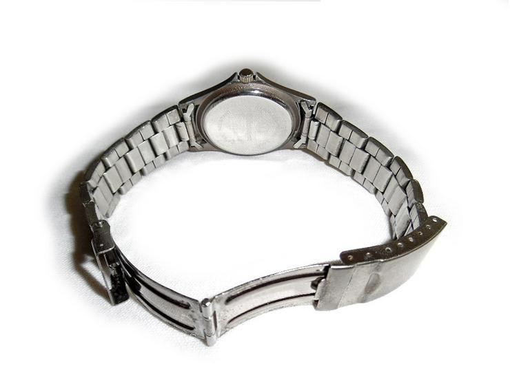 Bild 3: Sportliche Armbanduhr von Vokswagen