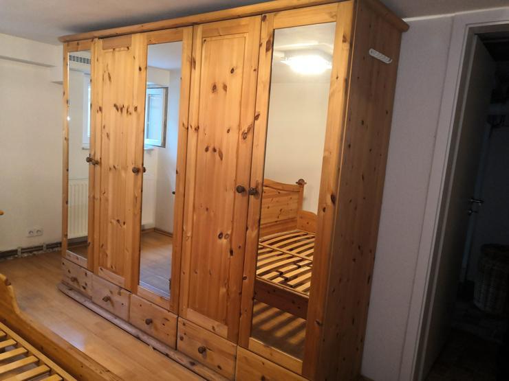 Komplettes Schlafzimmer aus Massivholz
