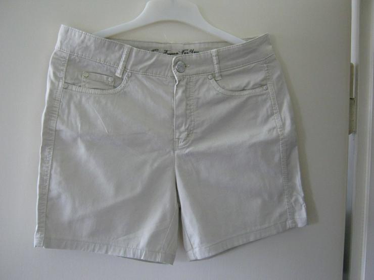 beiger Short