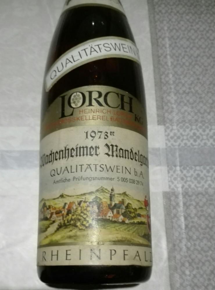 Weinflasche 1973 Qualitätswein Wachenheimer Mandelgarten