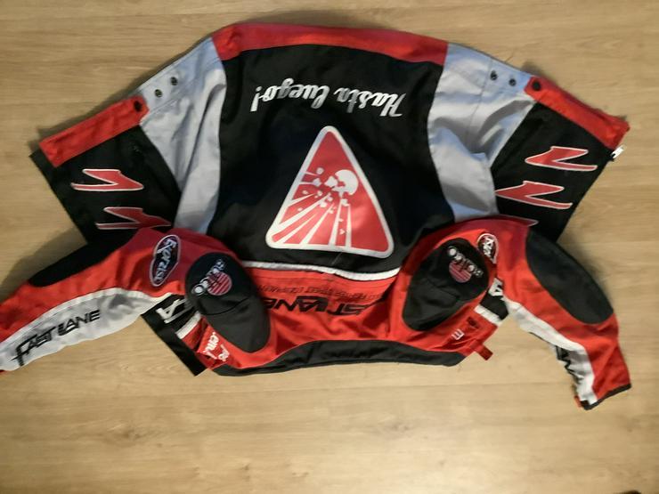 Funktionale rot-schwarz-graue Motorradjacke