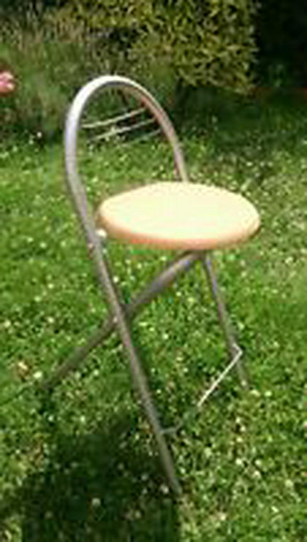 Verkaufe zwei Steh-/Sitz - Klappstühle