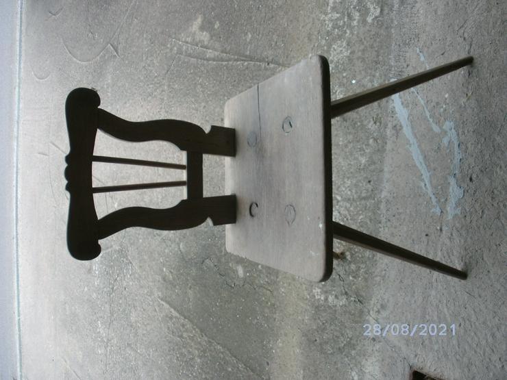 2 alte Stühle