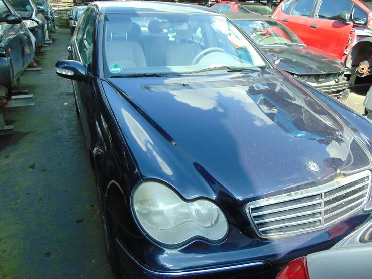 Schlachtfest Mercedes C-Klasse   210061