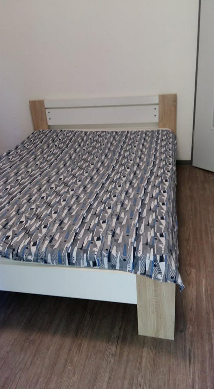 Bett (Material - Holz)
