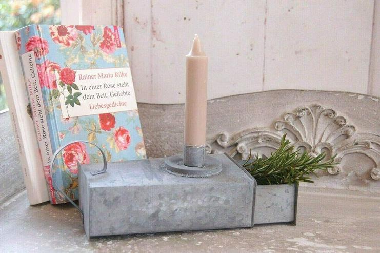 Zauberhafter nostalgischer Kerzenständer mit Schublade, antikgrau