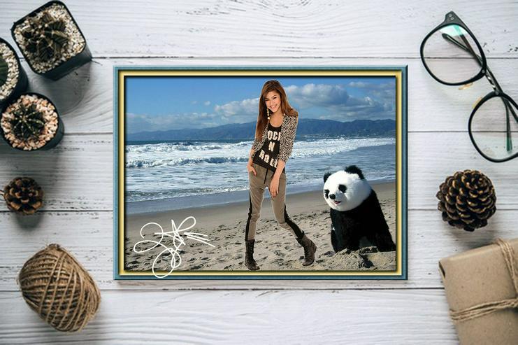 Bild 2: ZENDAYA mit Panda. Star Souvenir. Geschenkidee. Zimmerdeko.  Blickfang. Unikat, Wandbild. Neuheit. Sammelobjekt.