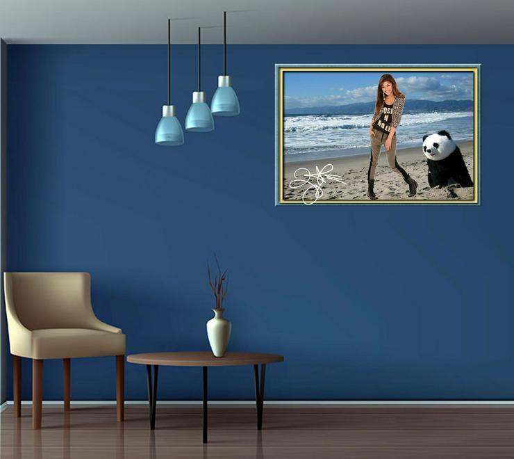 Bild 3: ZENDAYA mit Panda. Star Souvenir. Geschenkidee. Zimmerdeko.  Blickfang. Unikat, Wandbild. Neuheit. Sammelobjekt.