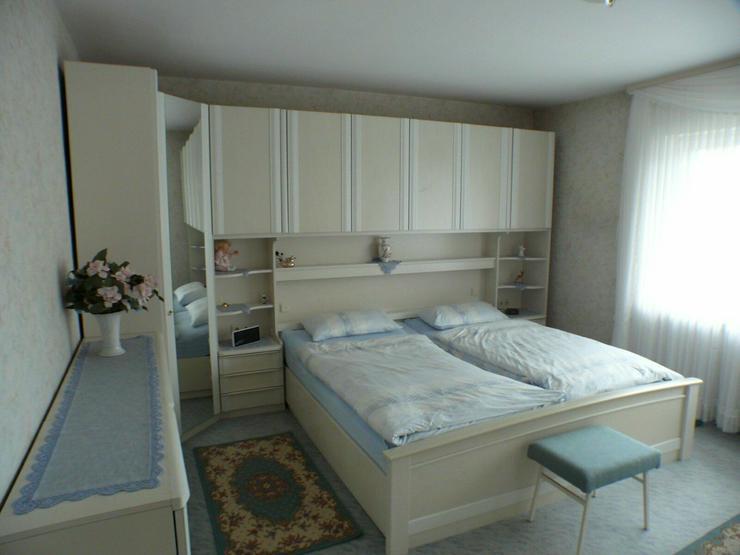 Komplettes Schlafzimmer in weiß