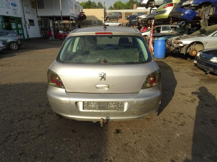 Bild 5: Schlachtfest Peugeot 307    210063