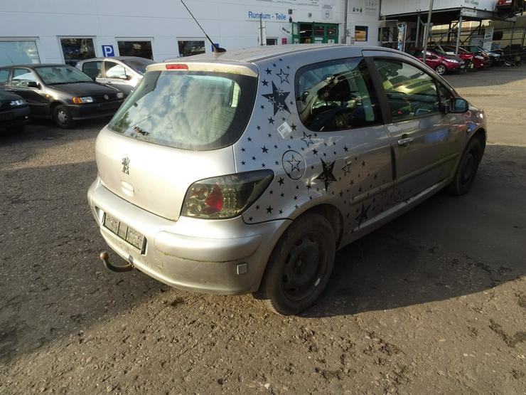 Bild 4: Schlachtfest Peugeot 307    210063