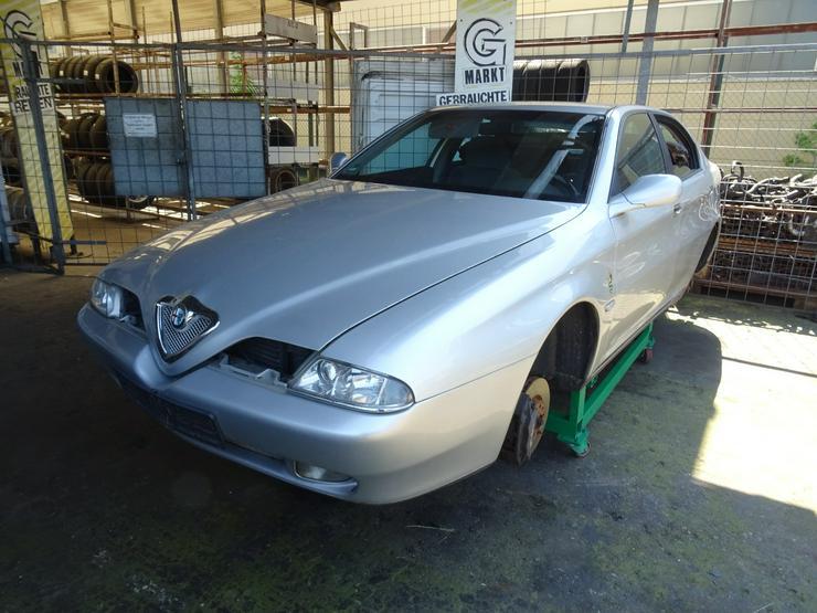 Bild 5: Schlachtfest Alfa Romeo       210065