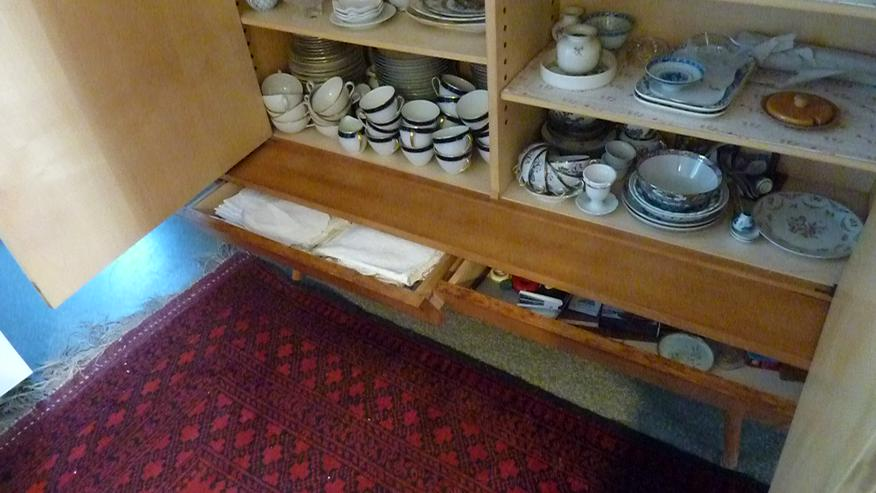 Bild 5: Set: Geschirrschrank und Sideboard, Kirschbaum mit Ahornfronten