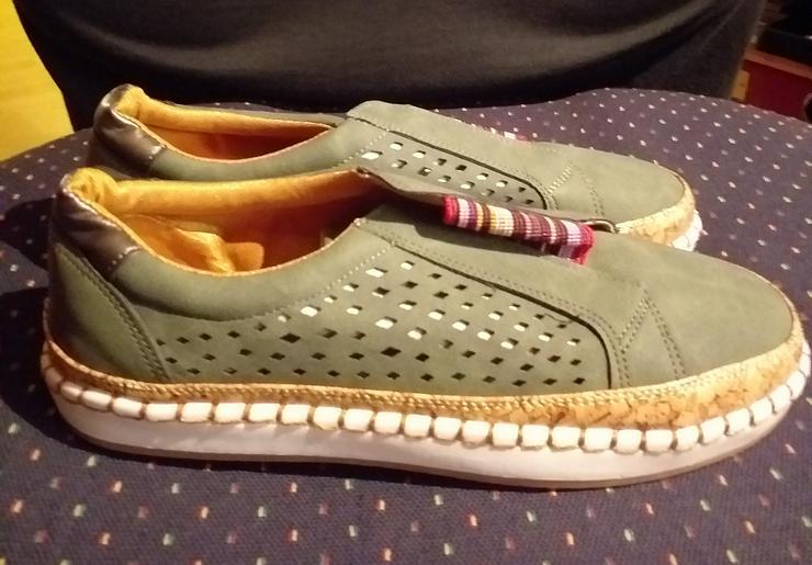 Flache Damen Halbschuhe Loafers in olivgrün