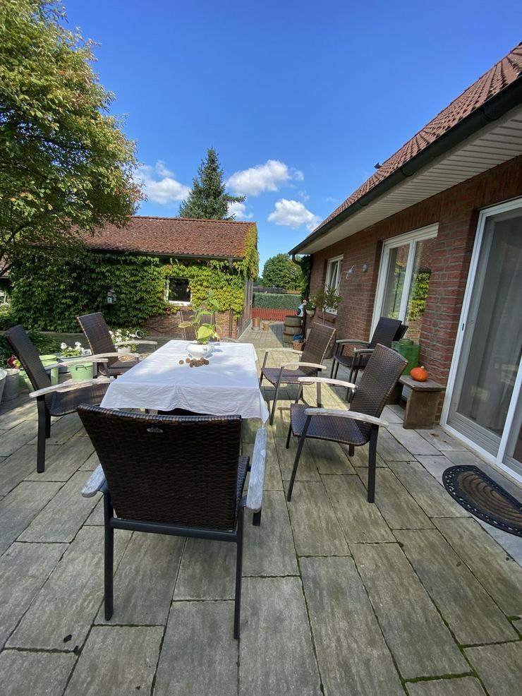 Bild 2: Massives Wohnhaus mit Doppelgarage, Vollkeller und kreativem Prachtgarten im Rundlingsdorf Gollau/Wendland