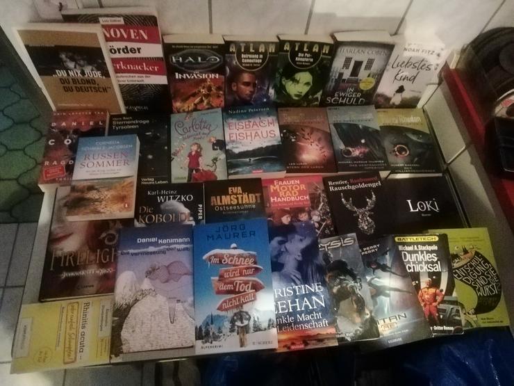 KONVOLUT Bücher Bücherkiste mit verschiedenen Genres TOP inkl. Versand  - Romane, Biografien, Sagen usw. - Bild 1