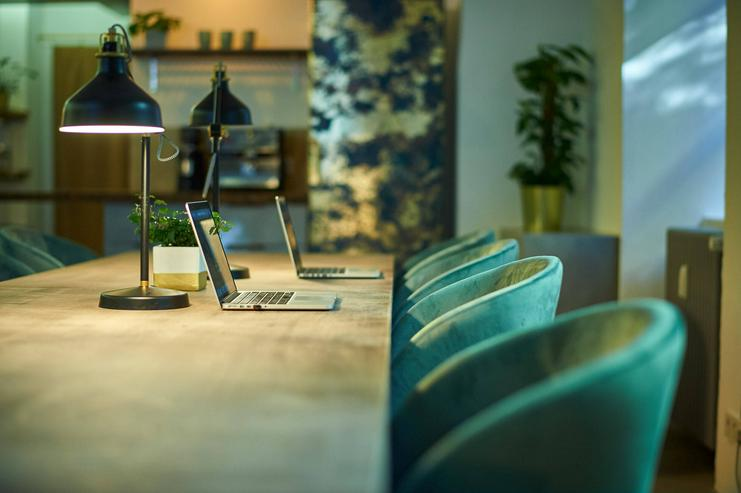 Bild 4: Arbeitsplatz in grünem und persönlichem Ambiente