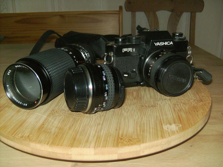 Ältere Spiegelreflexkamera Yhashica FR I mit 2 Objektiven