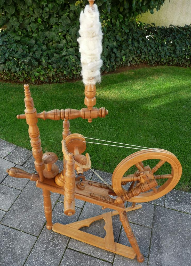 Spinnrad, handgefertigt, 1,1 Meter hoch, 0,75 Meter lang