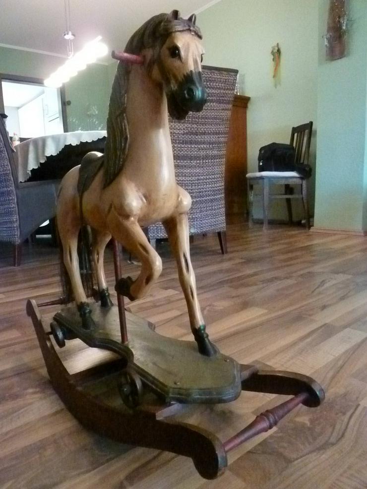 Bild 3: Altes Holzschaukelpferd für Puppen