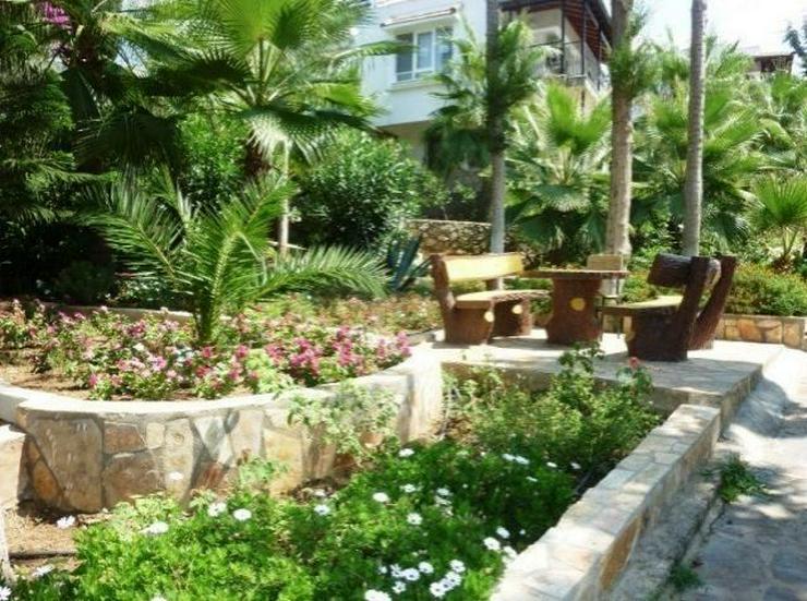 Bild 6: Doppelhaushälften in wunderschöner Residenz mit Pool