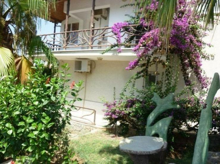 Bild 9: Doppelhaushälften in wunderschöner Residenz mit Pool