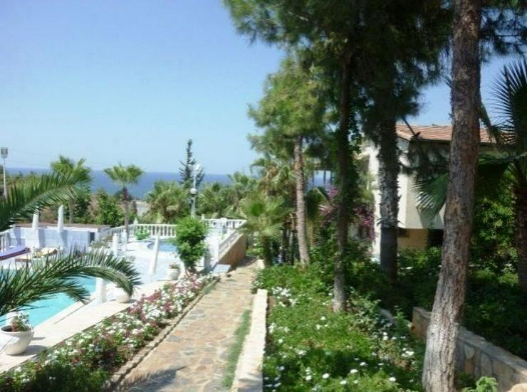 Bild 7: Doppelhaushälften in wunderschöner Residenz mit Pool