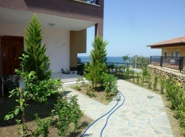 Bild 2: Doppelhaushälften in wunderschöner Residenz mit Pool