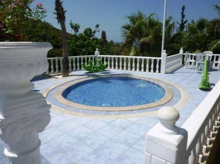 Bild 5: Doppelhaushälften in wunderschöner Residenz mit Pool