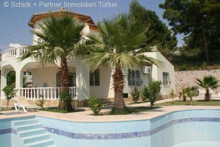 Schöne Villa mit extravaganten Pool - Bild 1