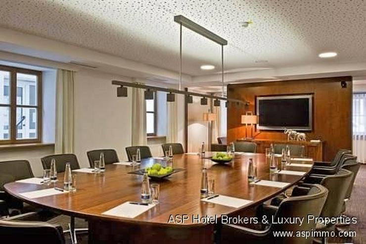 Bild 6: Neues 4-Sterne Luxus Stadthotel zusammen mit einem Schloss an der Donau in der Region Rege...