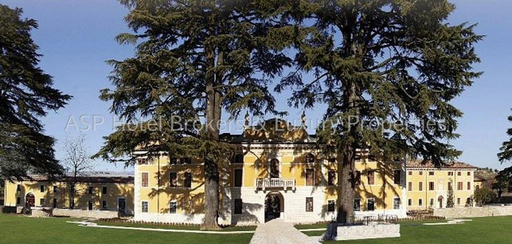 Bild 2: Prachtvoller unvorstellbar aufwändig restaurierter Adelssitz in der Region Gardasee zu ve...