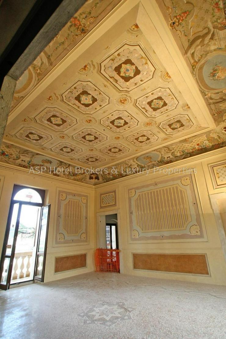 Bild 6: Prachtvoller unvorstellbar aufwändig restaurierter Adelssitz in der Region Gardasee zu ve...