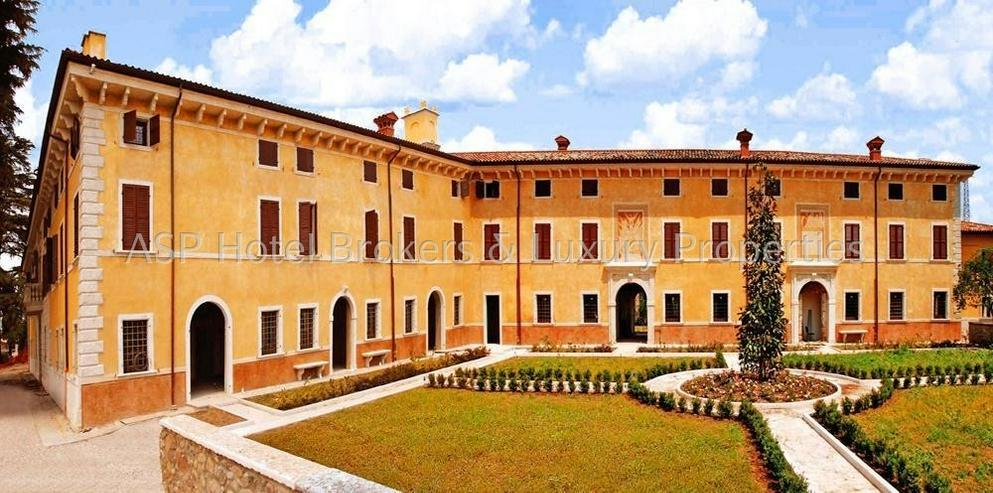 Prachtvoller unvorstellbar aufwändig restaurierter Adelssitz in der Region Gardasee zu ve... - Haus kaufen - Bild 1