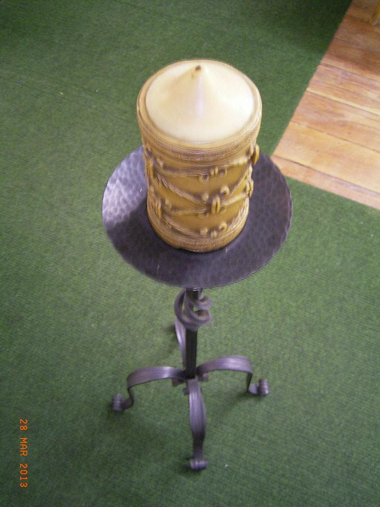 Bild 4: Kerzenständer & Zeitungsständer aus Gusseisen