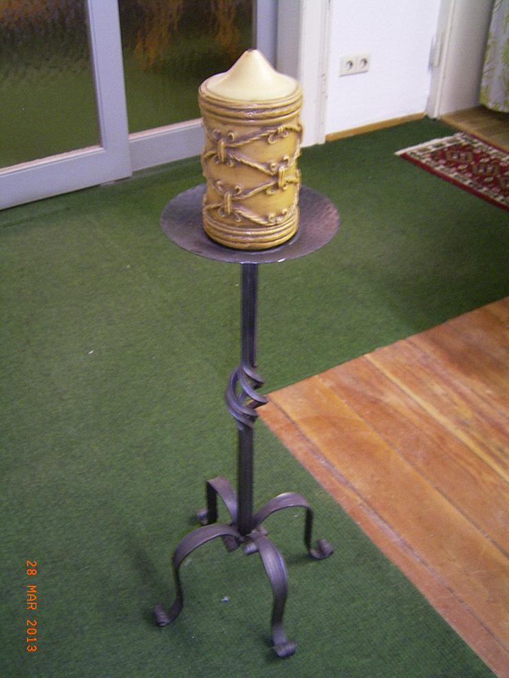 Bild 2: Kerzenständer & Zeitungsständer aus Gusseisen