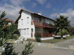 Doppelhaush�lfte gepflegten Anlage Pool - Haus kaufen - Bild 1