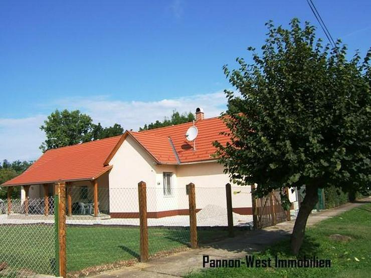 Bild 2: Renoviertes Landhaus mit gr. Grundstück! 4 Zimmern, Gartenbrunnen,TOP Zustand!Grundstück...