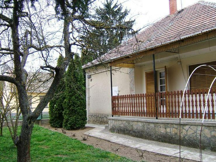 Bild 3: Solides Dorfhaus 18 Km zum Balaton