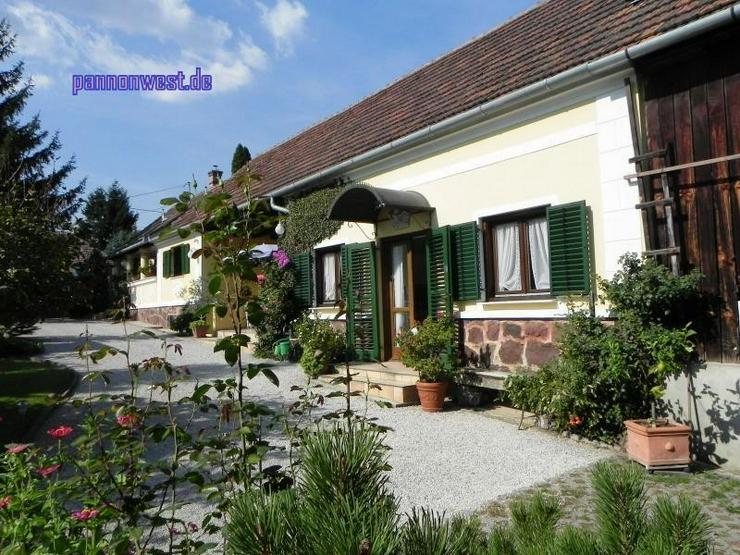 Bild 2: Stilgerecht renoviertes Bauernhaus in Thermennähe